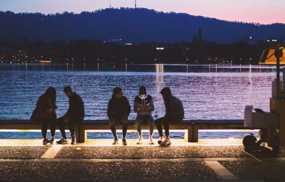 Comment aborder des inconnus ?